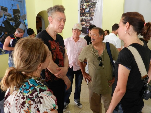 Andrés intercambia con el público