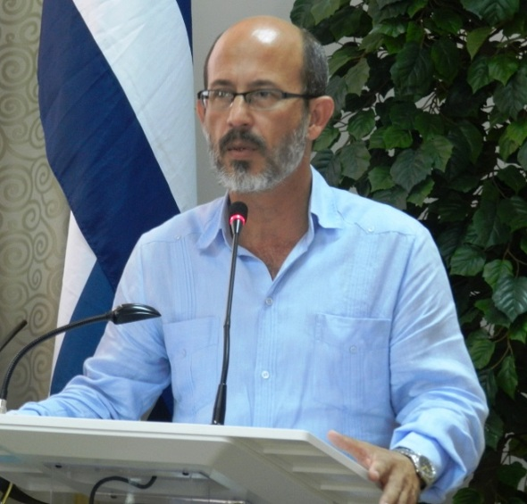 El rector de la Universidad de las Artes en Cuba Rolando González