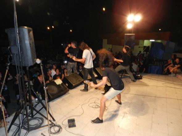 En una de las actuaciones de banda de rock Strike Back