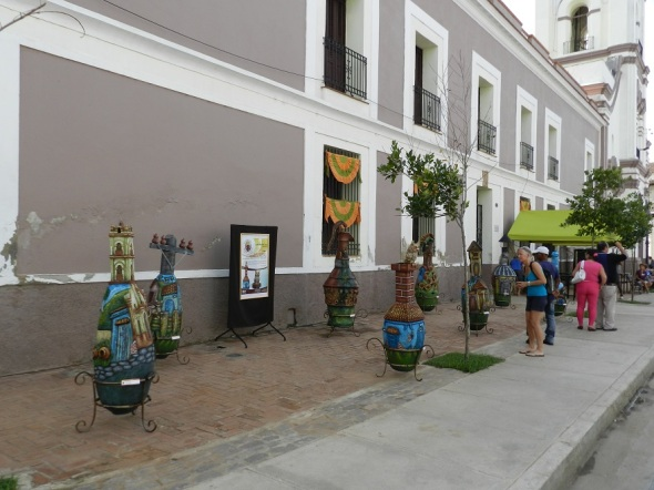 Piezas de los ceramistas se pueden apreciar en el centro historico de Camagüey