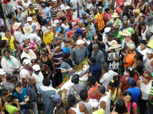 Ceremonia del entierro de San Pedro. Foto Lázaro David Najarro Pujol