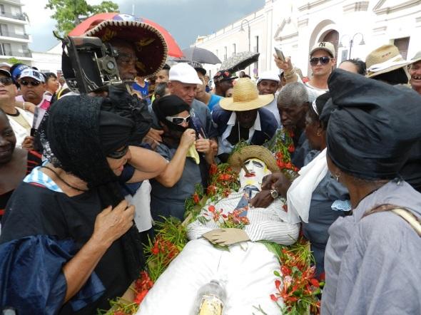 ficticia ceremonia funeraria del entierro de San Pedro