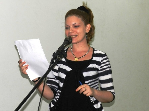 joven creadora Yeniska Hall