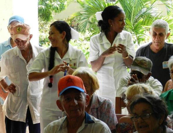 En el hogar de ancianos de Camagüey (2)