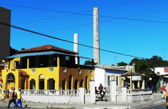 En la ciudad cubana de Colombia, provincia Las Tunas, al  final la torre del central azucarero Colombia