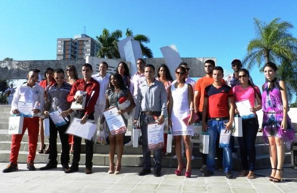 Estudiantes sobresalientes de la Universidad de Camagüey, Ignacio Agramonte. Foto Lázaro D. Najarro Pujol