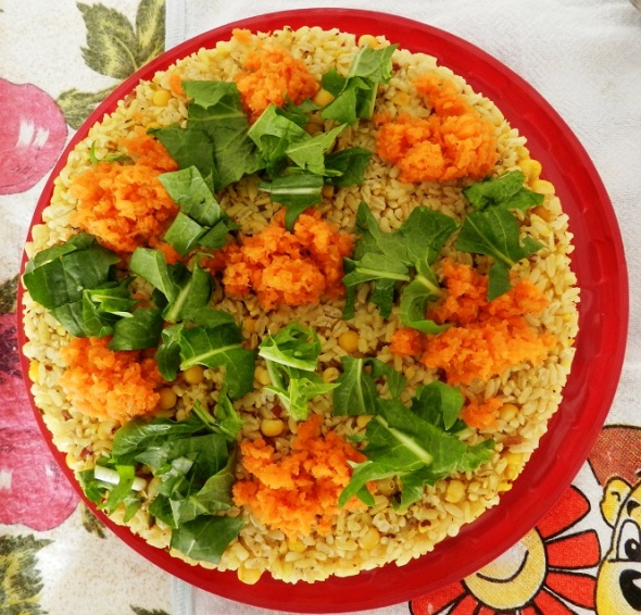 Los alumnos presentaron  platos a base de arroz integral, vegetales, frutas y condimentos naturales. (2)