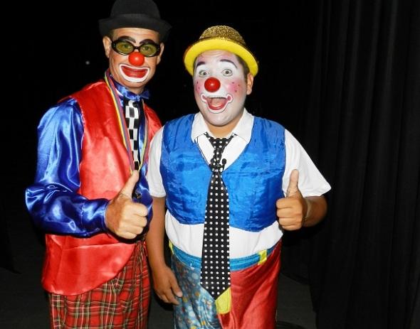 Los espectadores disfrutaron de las actuaciones de los payasos cubanos Canilla,  siempre despistado, y Guachiplín