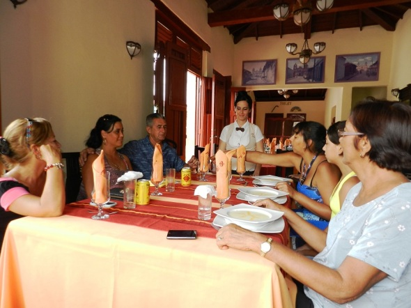 Para disfrutar en Familia en el Restaurante El Paso, Camagüey, Cuba.
