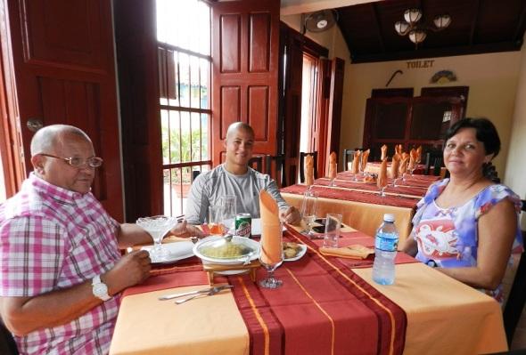 Restaurante El Paso, distingue por el bien servicio, Camagüey, Cuba.