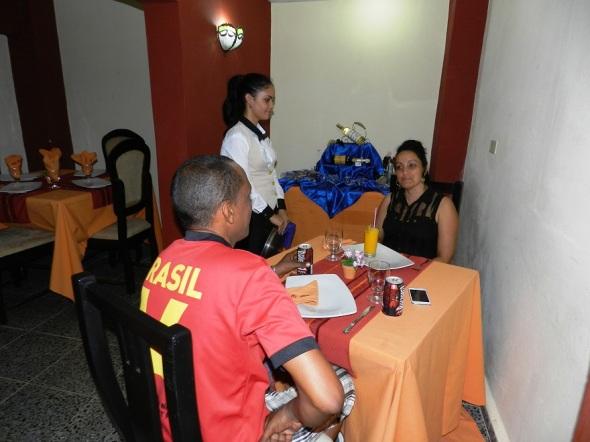 Salón reservado del Restaurante El Paso, Camagüey, Cuba.