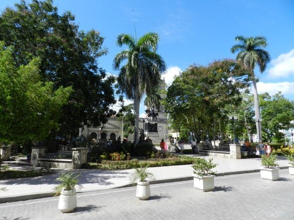 La red inalámbrica Wifi-Etecsa en el parque Agramonte (antigua Plaza de Arma en la otrora villa de Santa María del Puerto del Príncipe, hoy Camagüey).