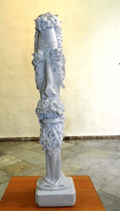 Obra sin título. Exposición de escultura en mármol Las Caricaturas de la Caricatura, del artista cubano Gregorio Pérez. Dimensión 1,10 metros x 6x6 pulgadas.