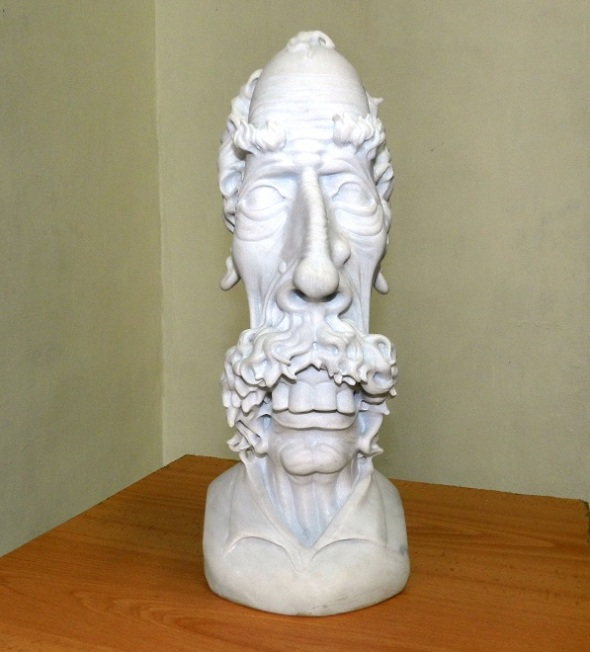 Obra sin título. Exposición de escultura en mármol Las Caricaturas de la Caricatura, del artista cubano Gregorio Pérez. Dimensión 60 cm x 4x 4pulgadas. (2)