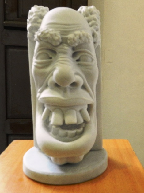 Obra sin título. Exposición de escultura en mármol Las Caricaturas de la Caricatura, del artista cubano Gregorio Pérez. Dimensión 60 cm x 4x 4pulgadas.