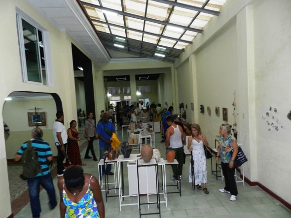 Obras de América, Europa y Asia en Sala Internacional de Cerámica . Foto Lázaro Najarro