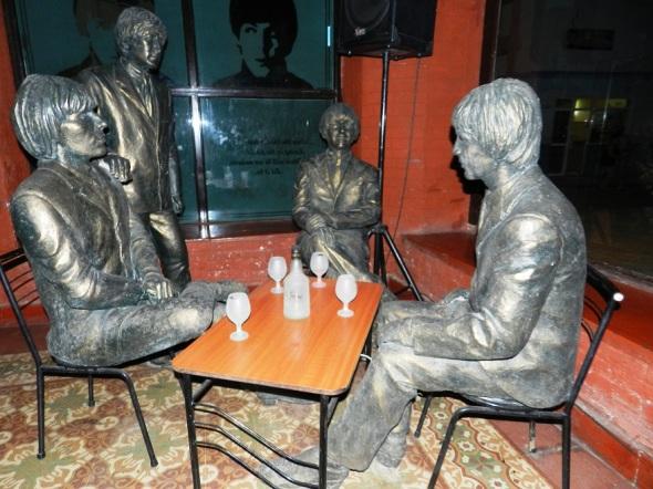 Sobresalen las esculturas de Paul Mccartney, John Lennon, Ringo Starr y George Harrison.