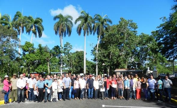 Asistentes a la inauguración de Parque Botánico Julián Acuña Galé de Camagüey