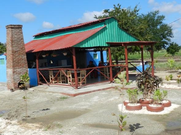 Centro recreativo en el Parque Botánico Julián Acuña Galé, Camagüey, Cuba (2)