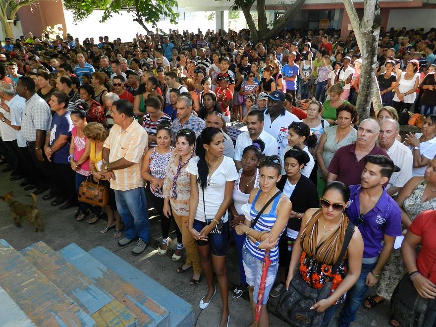 Estudiantes y profsores universidad de Camagüey. Foto Lázaro Najarro