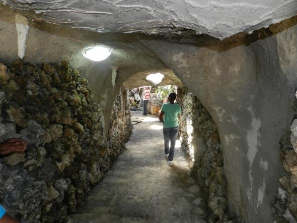 Interior de Los Paredones en el  Parque Botánico Julián Acuña Galé, Camagüey, Cuba