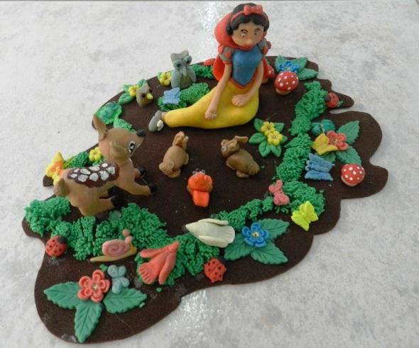 Personajes infantiles universales en colección de artesana cubana (2)