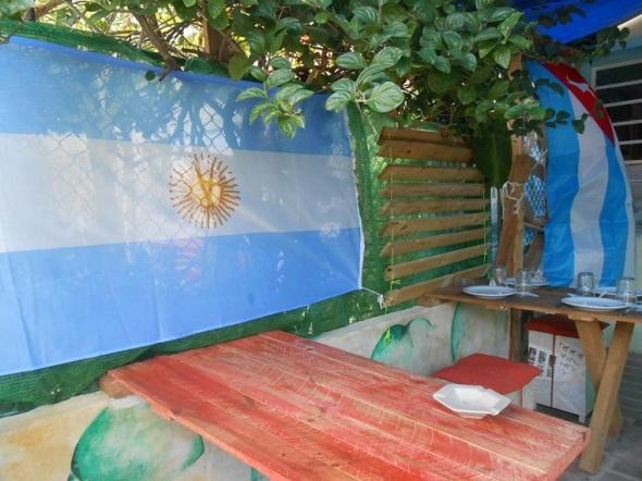 El restaurante Che, Cubano! fue completamente reformado a partir de un garaje de una vivienda