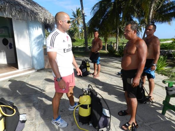 La preparación primero de quienes participaran como espectadores en la inmersión