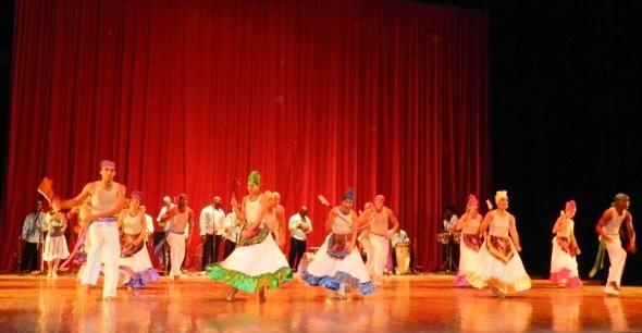 Con gran concierto celebran aniversario de compañía folklórica cubana