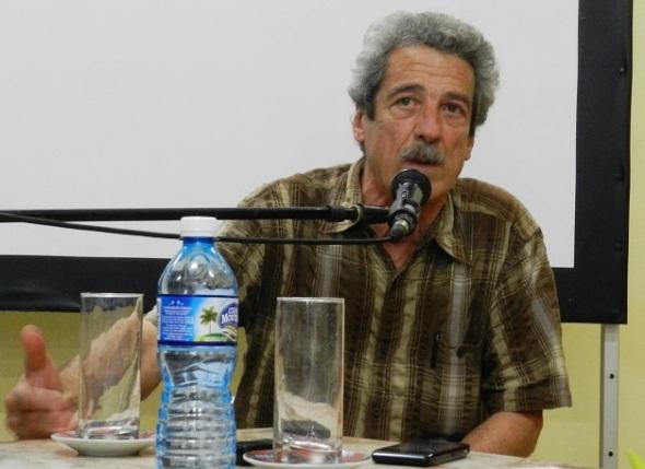 Guionista y director de cine Fernando Perez
