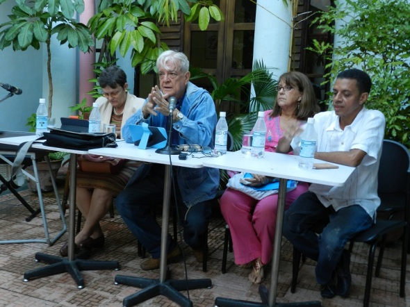 Panel de ciclo historia sobre Cuba