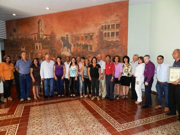 Dirección del Partido y el gobierno con trabajadores distinguidos del Centro Meteorológico Provincial
