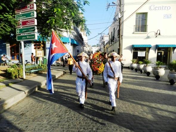 En el aniversario 141 de su natalicio, decenas de camagüeyanos en peregrinación en honor a Ignacio Agramonte