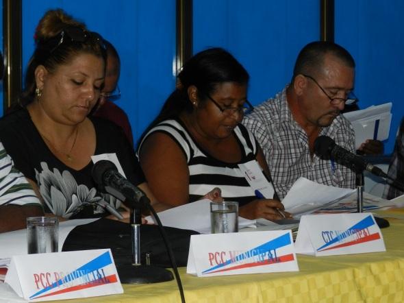 Mercedes Arias Roble, en el centro, ratificada como secretaria general del Buró Municipal del Sindicato Nacional de los Trabajadores del Comercio, la  Gastronomía y los Servicios en Camagüey