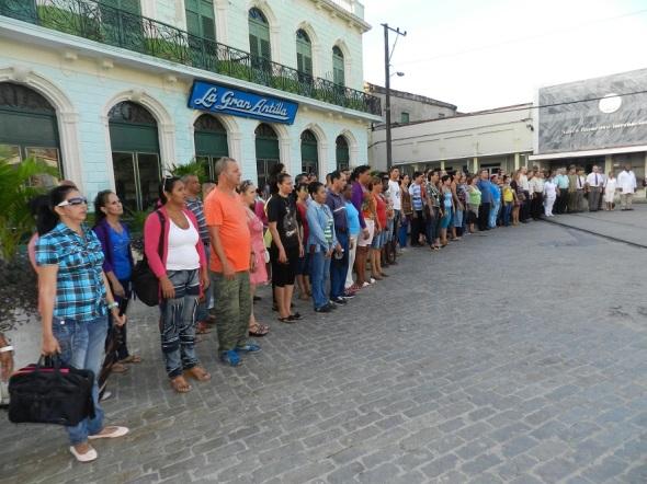 Participantes en homenaje a Antonio Maceo