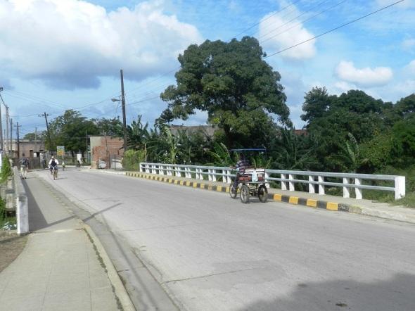 Puente Guillermo fernández sobrte el río Hatibonico