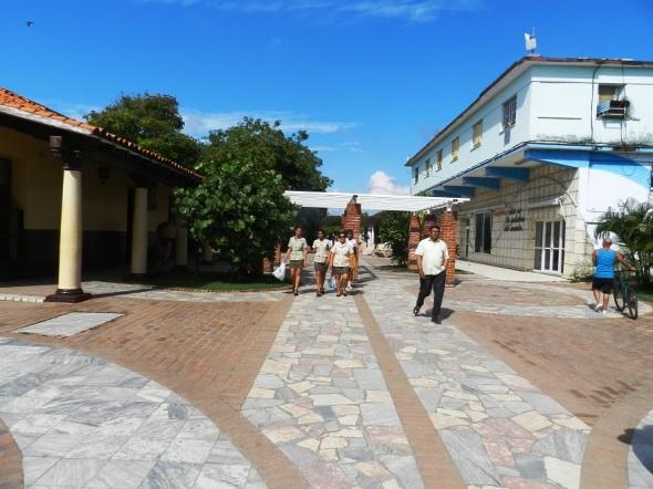 Un bulevar en la más preciada joya en los mares del sur de Cuba (3)