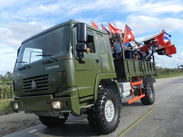 Camagüeyanos reeditan entrada triunfal de la Caravana de la Victoria (2)