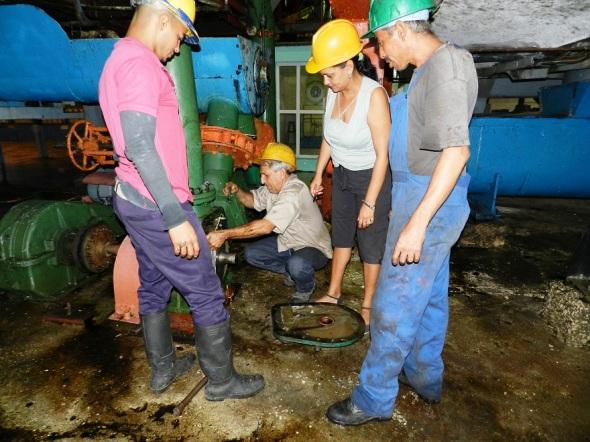 Durante momentos de mantenimiento del central Siboney