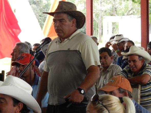 Los productores exigieron las presencia en la base de los organismos con responsabilidad en las tierras