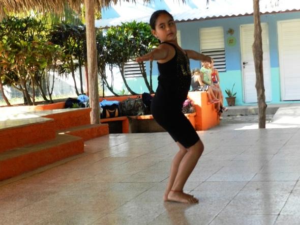 Una de las niñas integrantes  del proyecto cultural Raíces