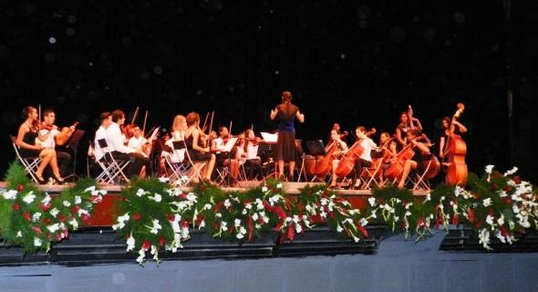 Jóvenes talentos en la Gala por los 502 años de la fundación de la  villa de Santa María del Puerto del Príncipe, hoy Camagüey. Cuba