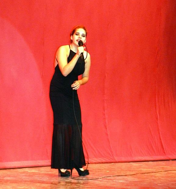 Joven declamadora  en Gala por los 502 años de la fundación de la  villa de Santa María del Puerto del Príncipe, hoy Camagüey. Cuba