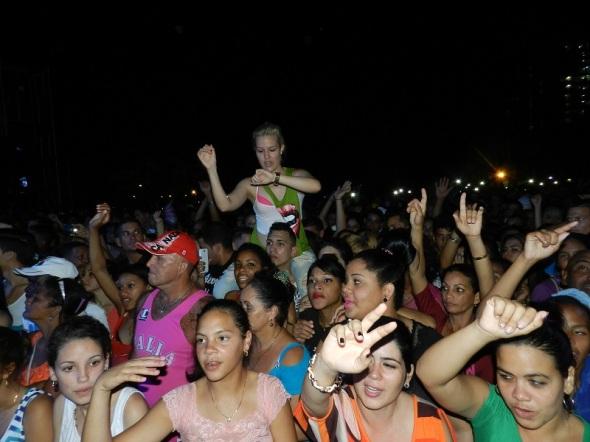 Plaza de la Revolución Mayor General Ignacio Agramonte de esta ciudad fue colmada por los seguidores de Gente de Zona