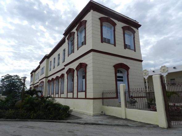 "Edificio administrativo del Hospital Pediátrico Provincial ""Eduardo Agramonte Piña"""