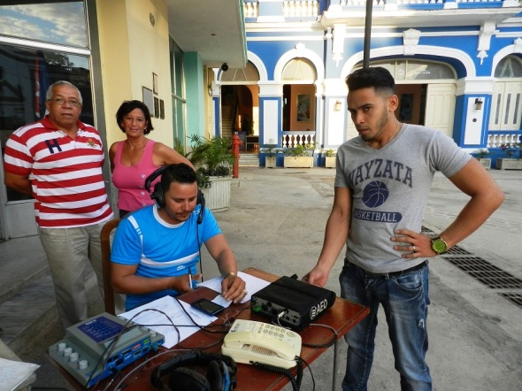 Entre Tinajones, de la emisora Radio Camagüey, cuyo colectivo festejó ayer el aniversario 15 de su salida al aire.