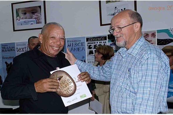 Guillermo recibe el premio IMAGEN de la popularidad otorgado por la Asociación Cubana de Comunicadores Sociales en 2014.