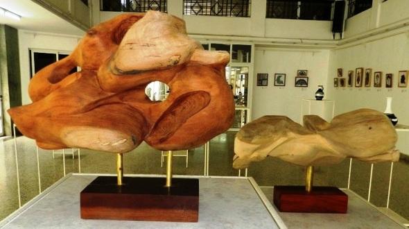 Obra Bólido 1. Autora Zurama Pérez. técnica Talla en madera. Dimesniones 40 cm