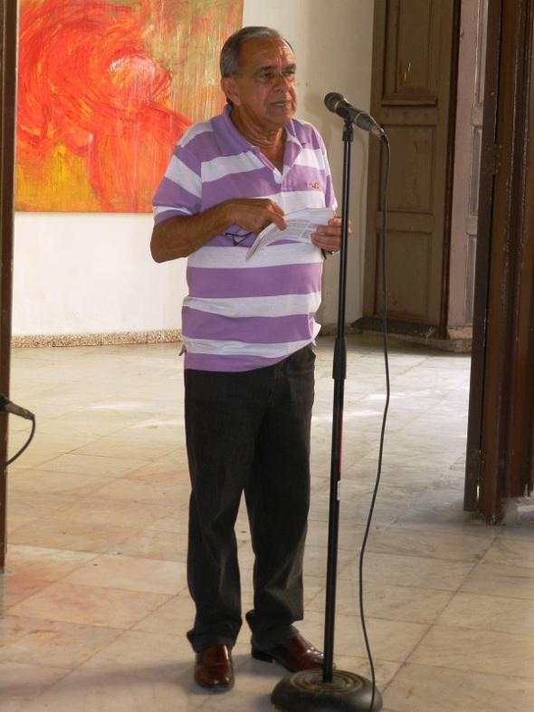 El critico de arte Jorge Santos Caballero