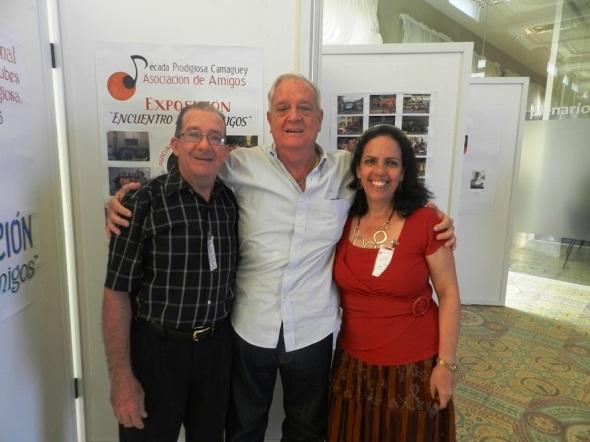 Luis Álbarez con mimebros del comité organizador. Foto Lázaro D. Najarro